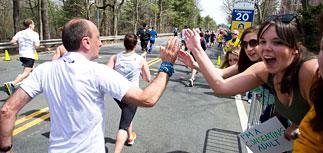 Двойной мощный взрыв прогремел на Бостонском марафоне