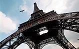 Эйфелеву башню на два часа закрыли для визитеров из-за самоубийцы из Польши