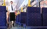 Выкрутились: шведские машинисты надели юбки, когда им запретили шорты в жару