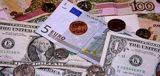 """Курс рубля к доллару упал до годового минимума, но Шувалов велит не пугаться """"страшилок"""""""