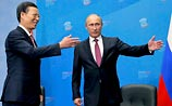"""Много шутя про """"зеленого змея"""", Путин на ПЭФ назвал экономику России абсолютно здоровой"""