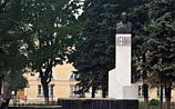 Православные активисты требуют убрать бюст Ленина от Троице-Сергиевой лавры