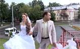В Костроме с грохотом обвалилось старинное здание, попав на свадебное ВИДЕО