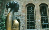 Джульетта уж не та: у веронской статуи изменилась форма груди от прикосновений