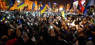 Тысячи украинцев вышли на улицы в день открытия саммита в Вильнюсе