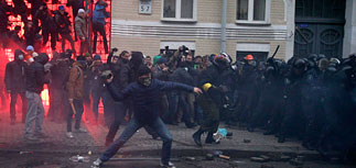 Противостояние в Киеве нарастает.  Бои за здание администрации президента