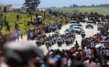 Гроб с телом Манделы доставили к месту похорон, в его родную деревню
