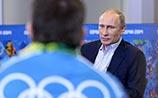 Путин встретился с волонтерами перед Олимпиадой: одну ущипнул, другого пригласил на работу