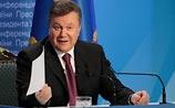 """Янукович подписал """"недемократичные"""" законы и уволил главу своей администрации"""