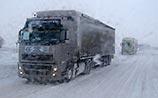 Снегопад в Волгоградской области засыпал трассы, застряли сотни автомобилей