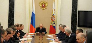 Путин поручил правительству начать всестороннее развитие Арктической зоны с 2017 года