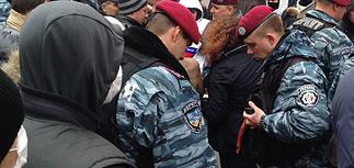 """Захваты в Донецкой области: """"зеленые человечки"""" и георгиевские ленточки"""