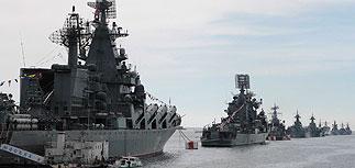 На параде в Крыму Путин потребовал уважать право россиян на самоопределение