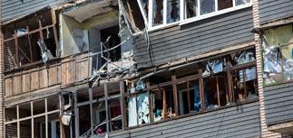 Порошенко поручил организовать гуманитарные коридоры в Донбассе