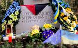 На могиле Бандеры в Мюнхене сломали крест, пытались ее раскопать