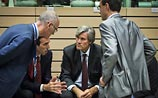 Совет ЕС после длительных колебаний принял санкции против России
