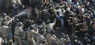 Порошенко назвал беспорядки у Рады попыткой врагов Украины открыть второй фронт