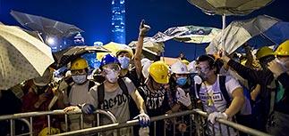 Гонконг бушует: протестующие пошли на штурм