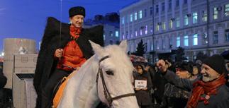 Годовщину Октябрьской революции в России отметили акциями и ростом курса рубля