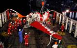 """Найден """"черный ящик"""" упавшего в Яванское море самолета AirAsia"""