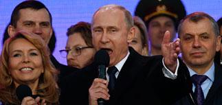 """Путин пообещал 100-тысячной толпе преодолеть трудности, которые """"подбрасывают извне"""""""