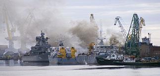 """Горящую в Северодвинске подлодку """"Орел"""" решено затопить"""