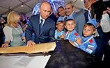 МАКС-2015: Путину показали гигантский летающий топор. Сам он задумался об авиационных утюгах