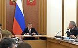 Медведев позвал молодежь на заводы и пашни при обсуждении импортозамещения