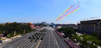 Китай похвастал новой военной техникой на параде в Пекине
