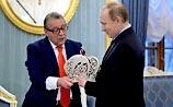 Сатирик Хазанов попросил Путина примерить копию императорской короны