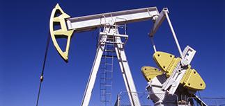 Цена на нефть Brent вернулась на уровень 2008 года. Доллар пробил отметку в 70 рублей