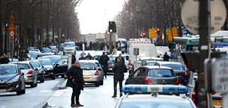 В годовщину Charlie Hebdo полицейские в Париже застрелили напавшего на участок мужчину