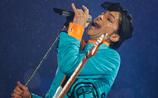 В США на 58-м году жизни умер певец Принс