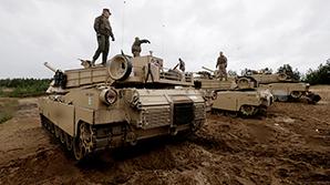 НАТО разместит в Польше и Прибалтике батальоны для защиты от России
