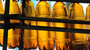 """Госдума запретила с 2017 года производить и продавать алкоголь в """"баклажках"""""""
