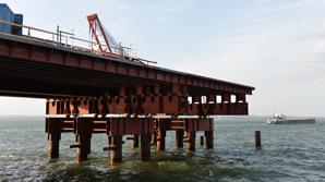 Власти России на год отсрочили запуск железной дороги по мосту в Крым