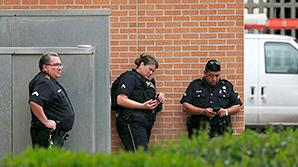 Стрелок из Далласа перед смертью оставил на стене кровавый шифр