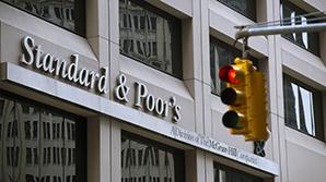 """Standard&Poor's повысило прогноз по кредитному рейтингу РФ до """"стабильного"""""""