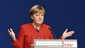 Меркель заявила о необходимости пересмотреть отношение к России