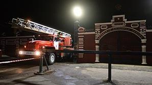 В Казани горит склад порохового завода. Один пожарный погиб при тушении