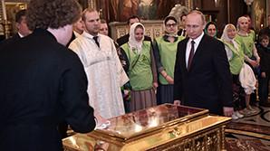 Путин без очереди приложился к мощам Николая Чудотворца