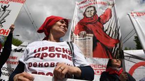 На митинге против реновации в Москве изымали плакаты с упоминанием Собянина и Путина