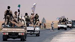 """Повстанцы начали штурм """"столицы"""" ИГ*. Коалиция во главе с США нанесла удар по силам Асада"""