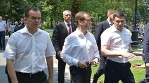 Несмотря на низкие рейтинги из-за фильма ФБК, Медведев начал поездки в выборные регионы
