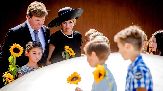 Король и королева Нидерландов приняли участие в открытии памятника жертвам трагедии MH17
