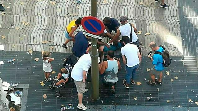 Теракт в Барселоне: погибли 13 человек; двое подозреваемых задержаны, один убит полицией