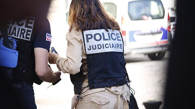В пригороде Парижа водитель BMW сознательно врезался в пиццерию. Погиб ребенок