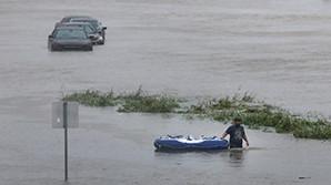 В США обсуждают шпильки первой леди после приезда Трампа в Техас на фоне наводнения