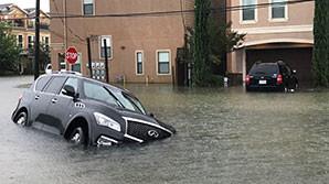 """Хьюстон ушел под воду после урагана """"Харви"""". Там """"катастрофическое"""" наводнение"""