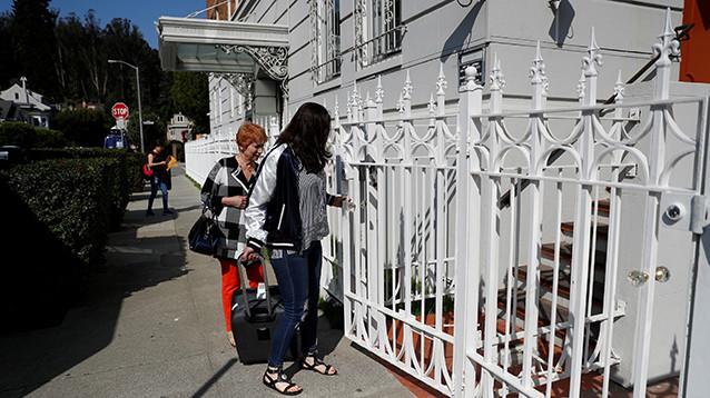 Госдеп распорядился закрыть три дипломатических объекта России в США